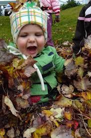 Jeux dans les feuilles